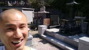 墓地で自撮りしてみました